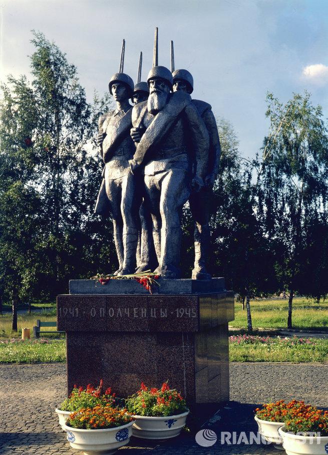 Изготовление памятников в москве к 9 мая гранитная брусчатка колотая описание