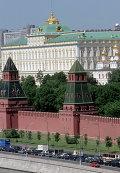 Вид на Большой Кремлевский дворец, башни Кремля и Кремлевскую набережную