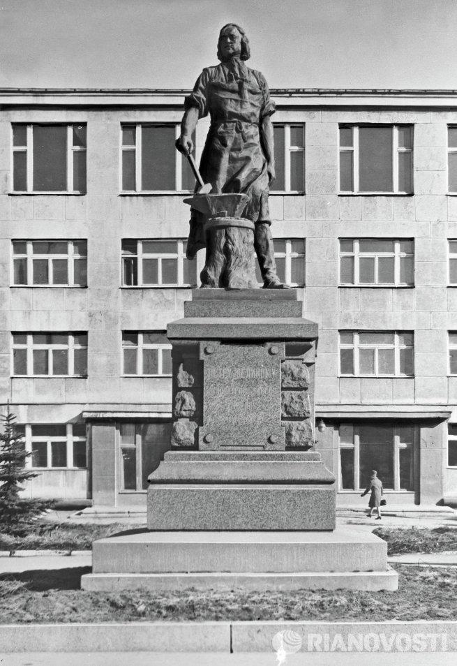 Памятник Петру I в Туле