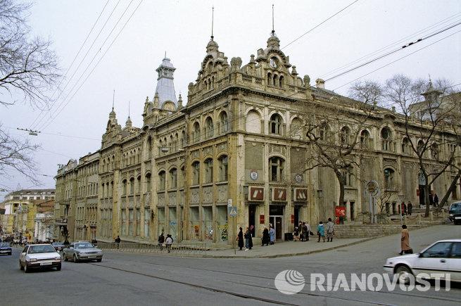 Магазин ГУМ в городе Владивостоке