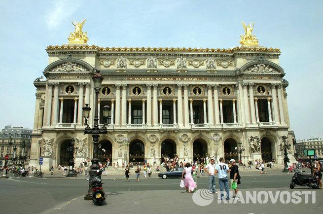 Здание Гранд-Опера в Париже