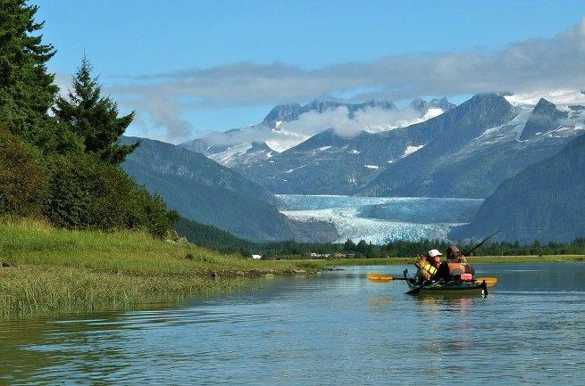 вид на ледник Менденхолл на Аляске