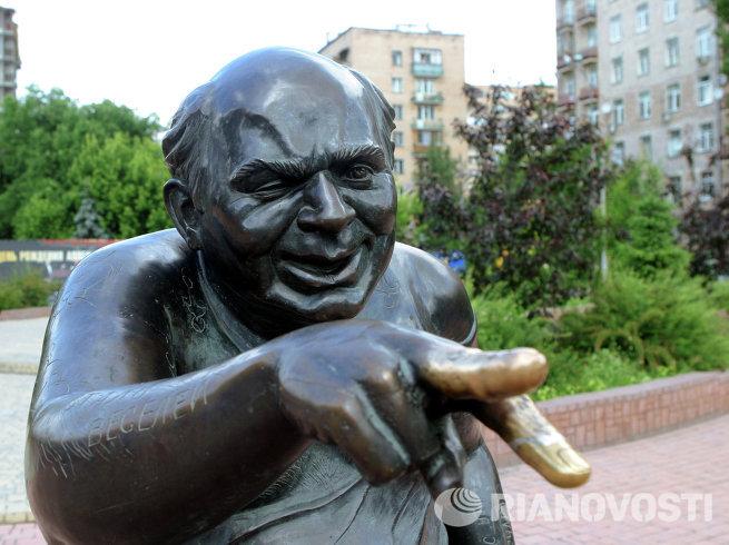 Памятник народному артисту СССР Евгению Леонову