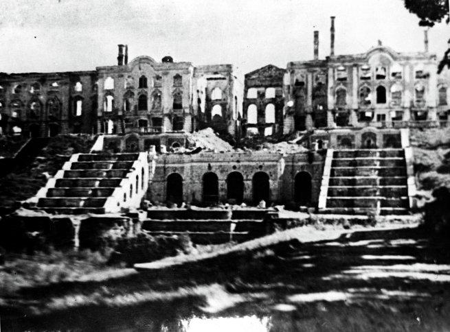 Большой дворец в Петродворце в Петергофе, разрушенный немецко-фашистскими войсками