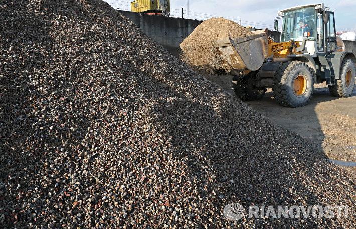 Работа завода по производству бетона