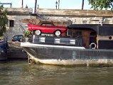 Дом-лодка на Сене во Франции