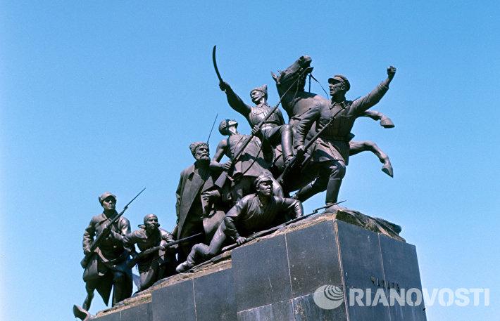 Памятник В. И. Чапаеву в Куйбышеве