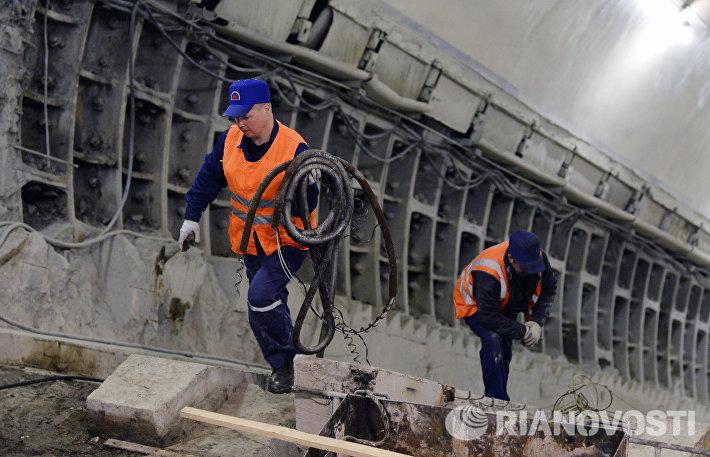 Осмотр хода работ по замене эскалаторных комплексов на станции Бауманская