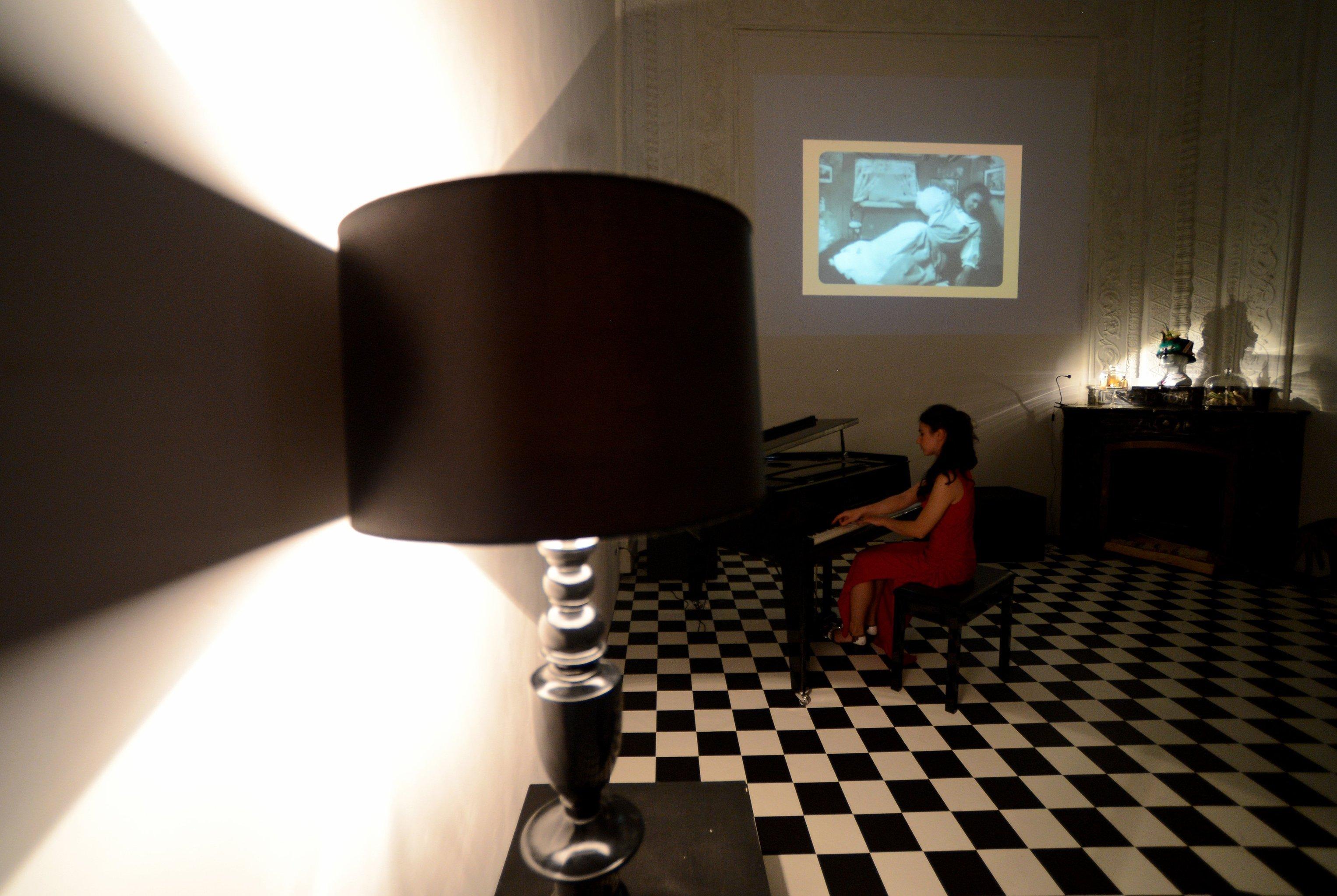 Выставка-иллюзия Алиса в стране чудес