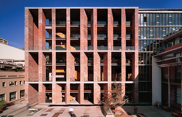 Медицинская школа, Сантьяго, Чили, 2004