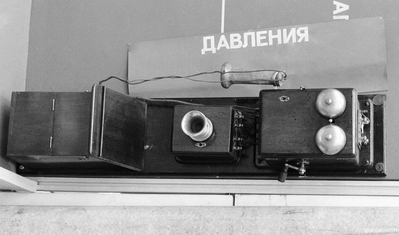 Первый телефонный аппарат, установленный в Москве Международной компанией Белла. Из коллекции московской городской телефонной станции.