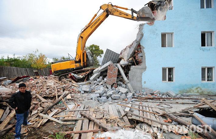 Снос незаконно возведенного многоэтажного дома в Екатеринбурге