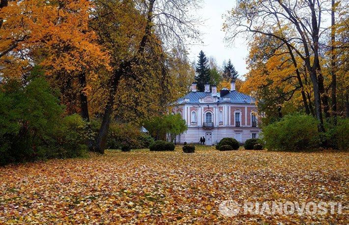 Дворец Петра III на территории дворцово-паркового ансамбля Ораниенбаум