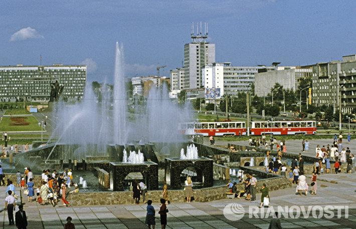 Фонтаны на улице Ленина