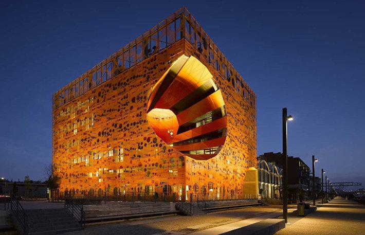 Оранжевый куб в Лионе