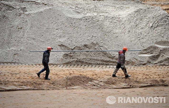 Рабочие на месте реконструкции БСА Лужники