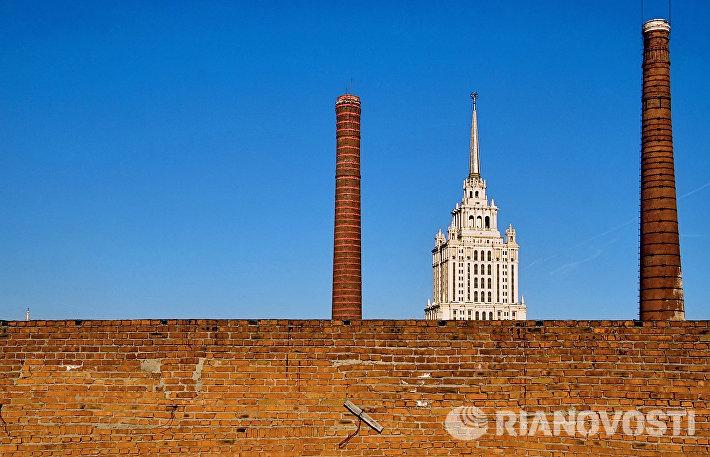 Гостиница Украина через конструкции Бадаевского завода