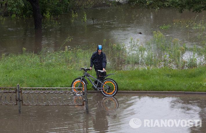 В Москве из-за разлива реки Яузы перекрыто автомобильное движение