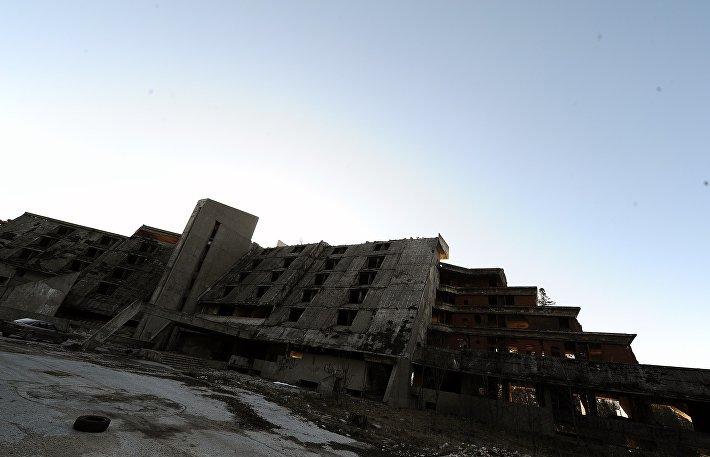 Один из отелей, построенный к Играм 1984 года и разрушенный после войны