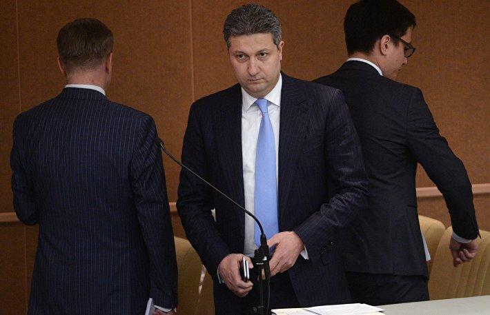 Заместитель министра обороны РФ Тимур Иванов (в центре)