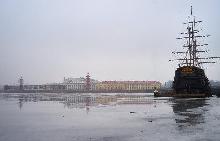 Стрелка Васильевского острова и здание Биржи в Петербурге