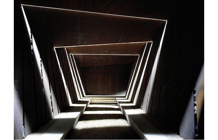 Винодельня Bell Lloc Winery (коридор)