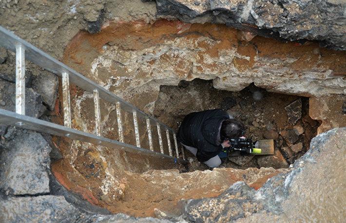 Раскопки у Китайгородской стены в Москве