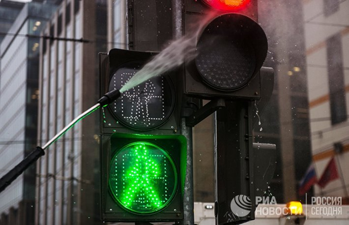 Подготовка светофоров к весеннему сезону
