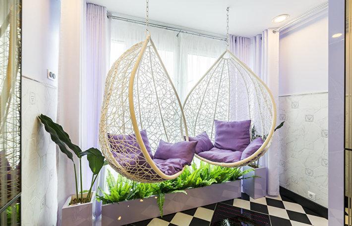 Плюхнуться и зависнуть: как выбрать нестандартную мебель для дома